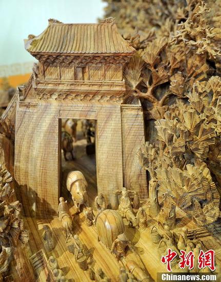 世界最長の木造彫刻_4