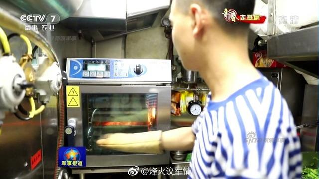 中国潜水艦と乗組員_4