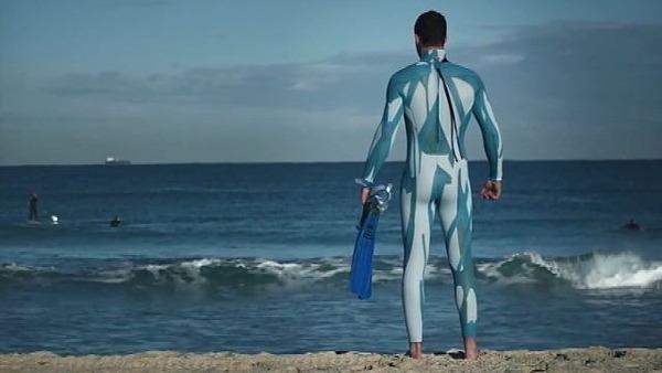 サメに襲われないウェットスーツ_2