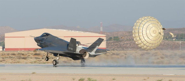 F-35 ドラッグシュート_1