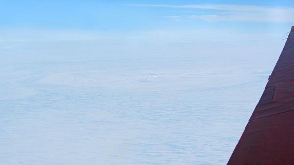 南極クレーター