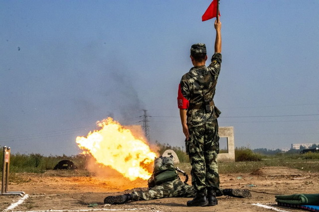 中国_武装警察_火炎放射器_2