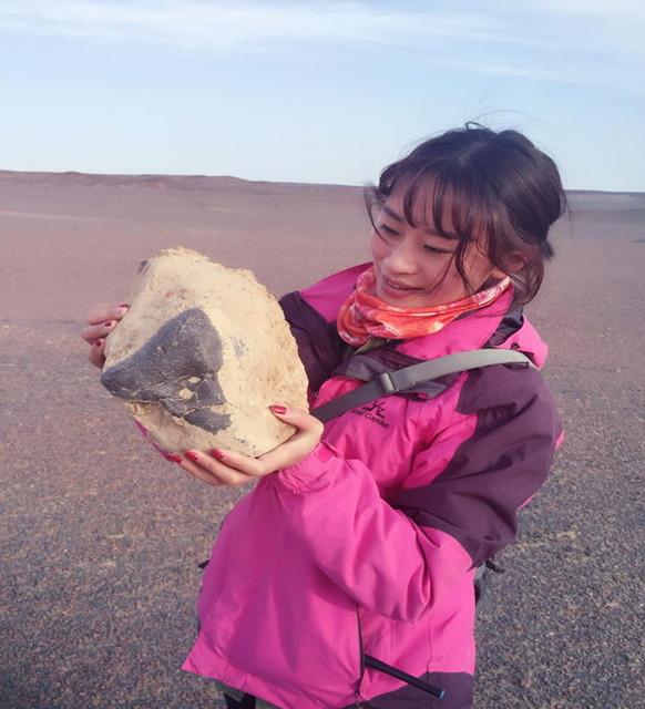 中国の女性隕石ハンタ_2