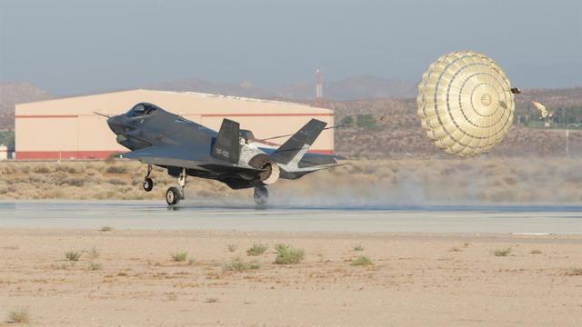 F-35 ドラッグシュート _3