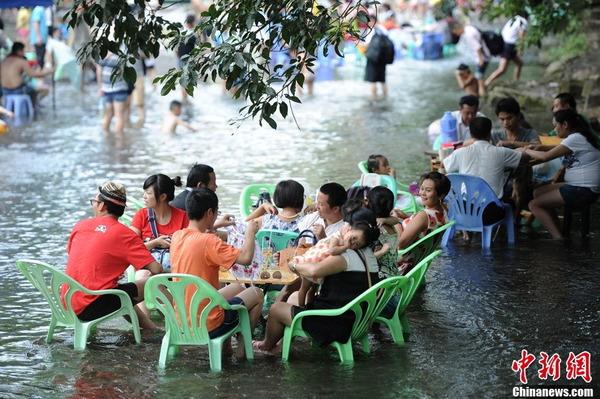 中国の水上レストラン_6