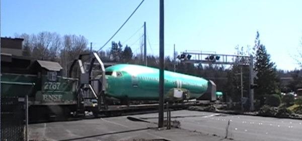 脱線した貨物列車_3