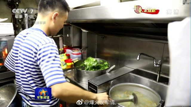 中国潜水艦と乗組員_3