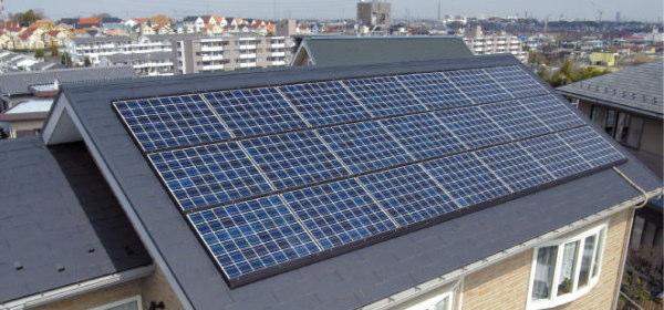 ソーラーパネルの掃除は個人で
