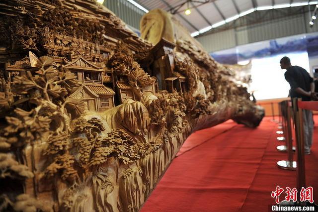 世界最長の木造彫刻_2