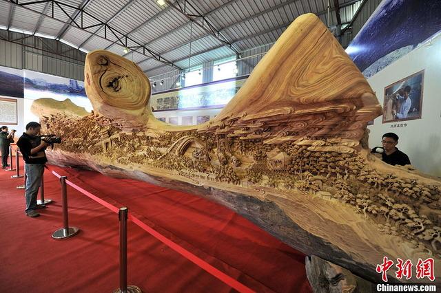 世界最長の木造彫刻_8
