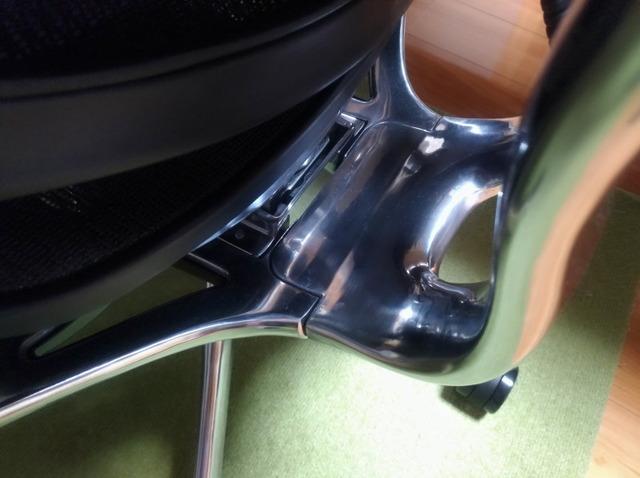 エルゴヒューマン プロ 座面と背面の接合部分