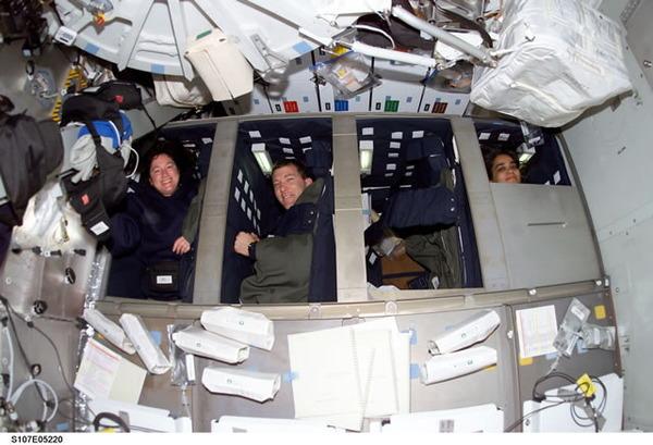 スペースシャトルの睡眠区画
