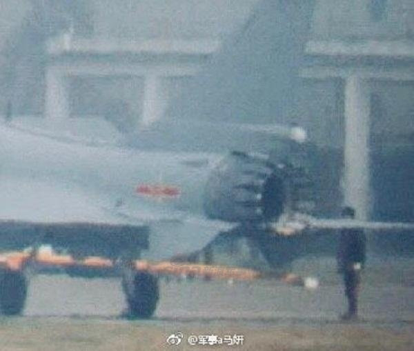 J-10 推力偏向ノズル