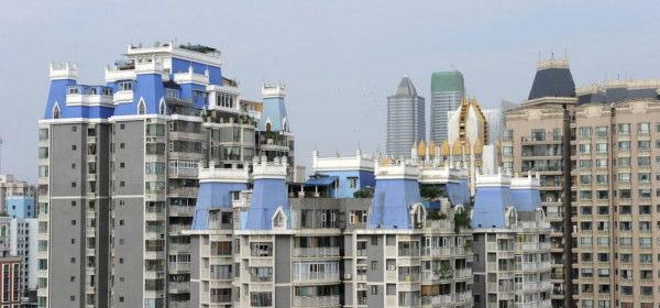 マンションの屋上に建てられ違法建築物