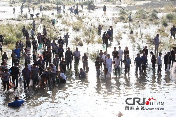 魚を盗む中国人_2