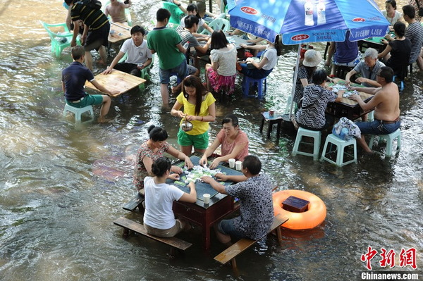 中国の水上レストラン_5