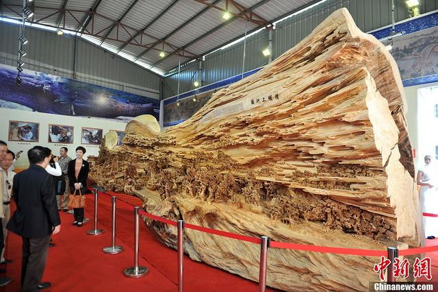 世界最長の木造彫刻_7