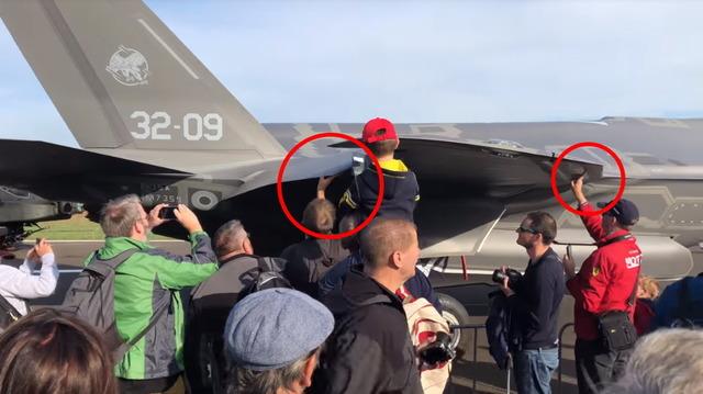F-35 タッチ_2