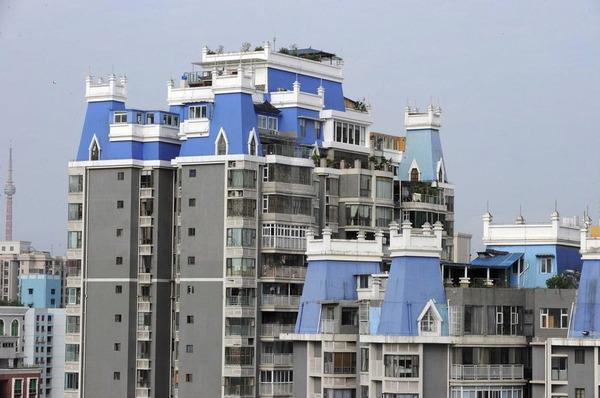 マンションの屋上に建てられ違法建築物_3