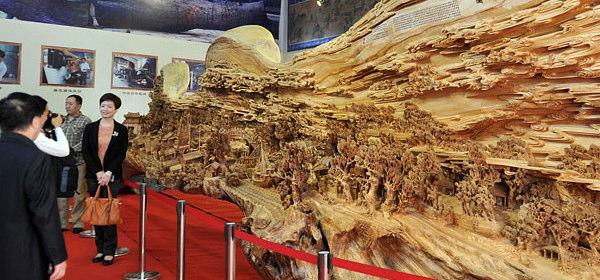 世界最長の木造彫刻