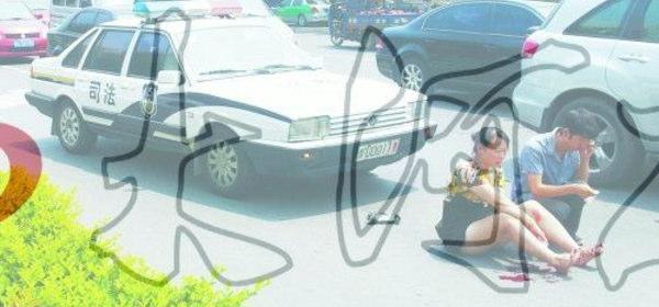 女性をはねたパトカー