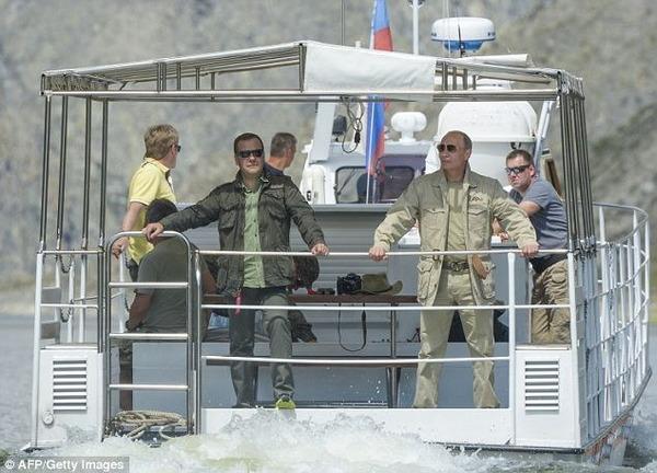 プーチン大統領の釣り_2013_5
