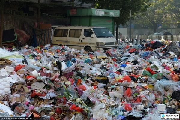 ゴミで溢れる深セン市_3