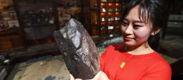 中国の女性隕石ハンタ_1