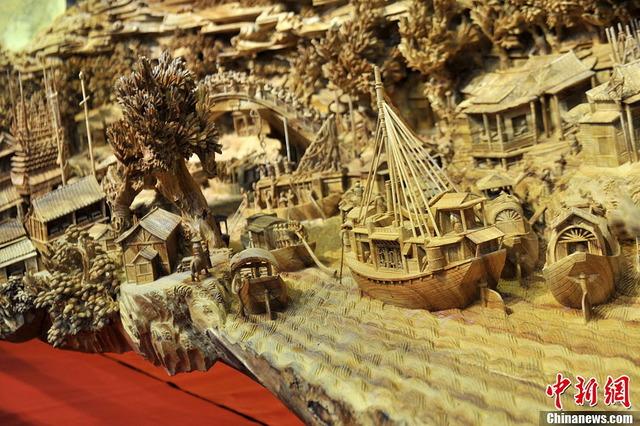 世界最長の木造彫刻_5