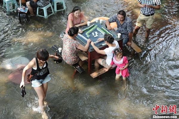 中国の水上レストラン_4