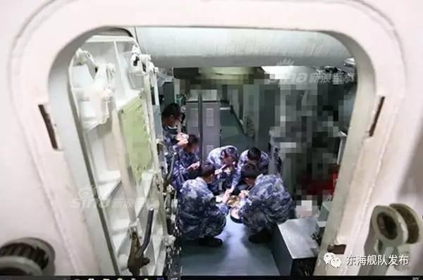 中国潜水艦と乗組員_9