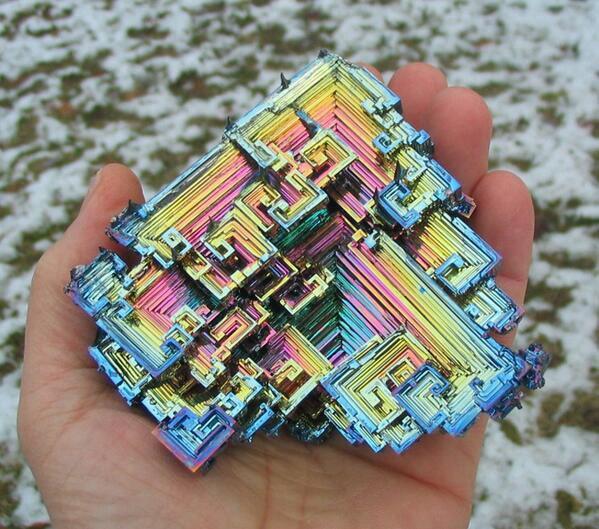 ビスマス結晶_1 ポイント特典 最も美しい自然の結晶の一つビスマス鉱石の結晶 (写真は人工物)