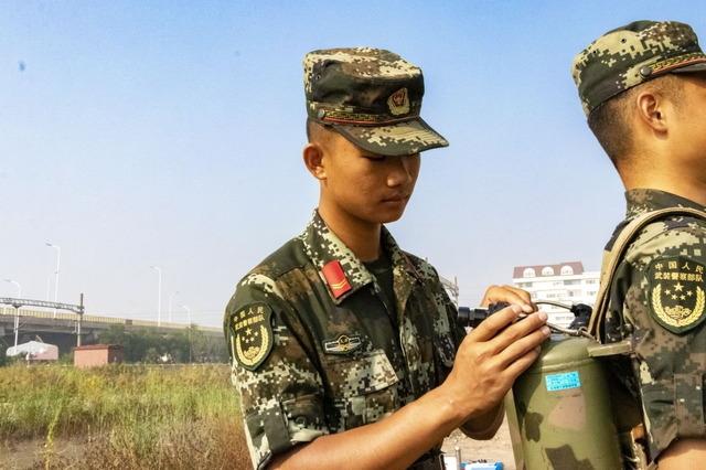 中国_武装警察_火炎放射器_1