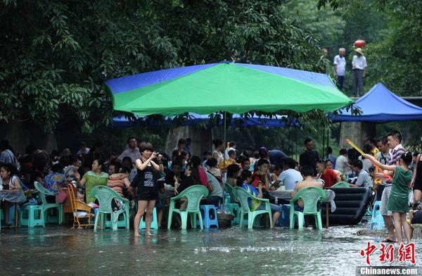 中国の水上レストラン_1