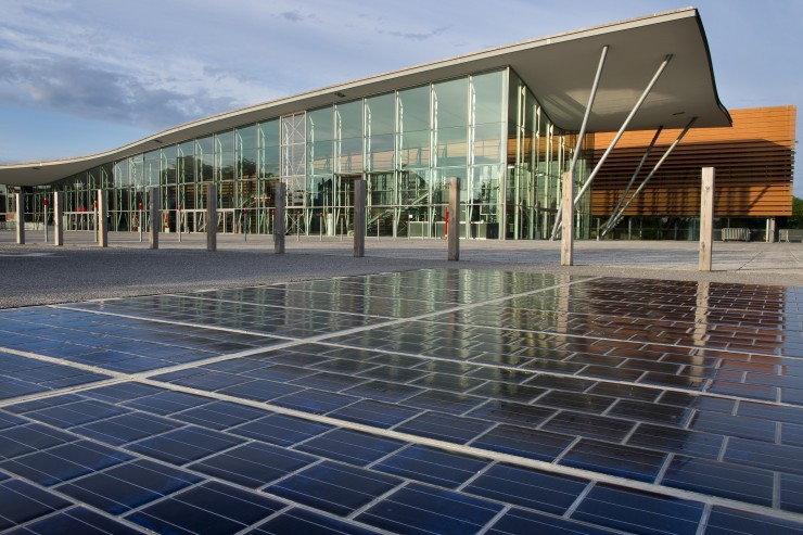 道路にソーラーパネル、世界で初めて運用開始―フランス Zapzap