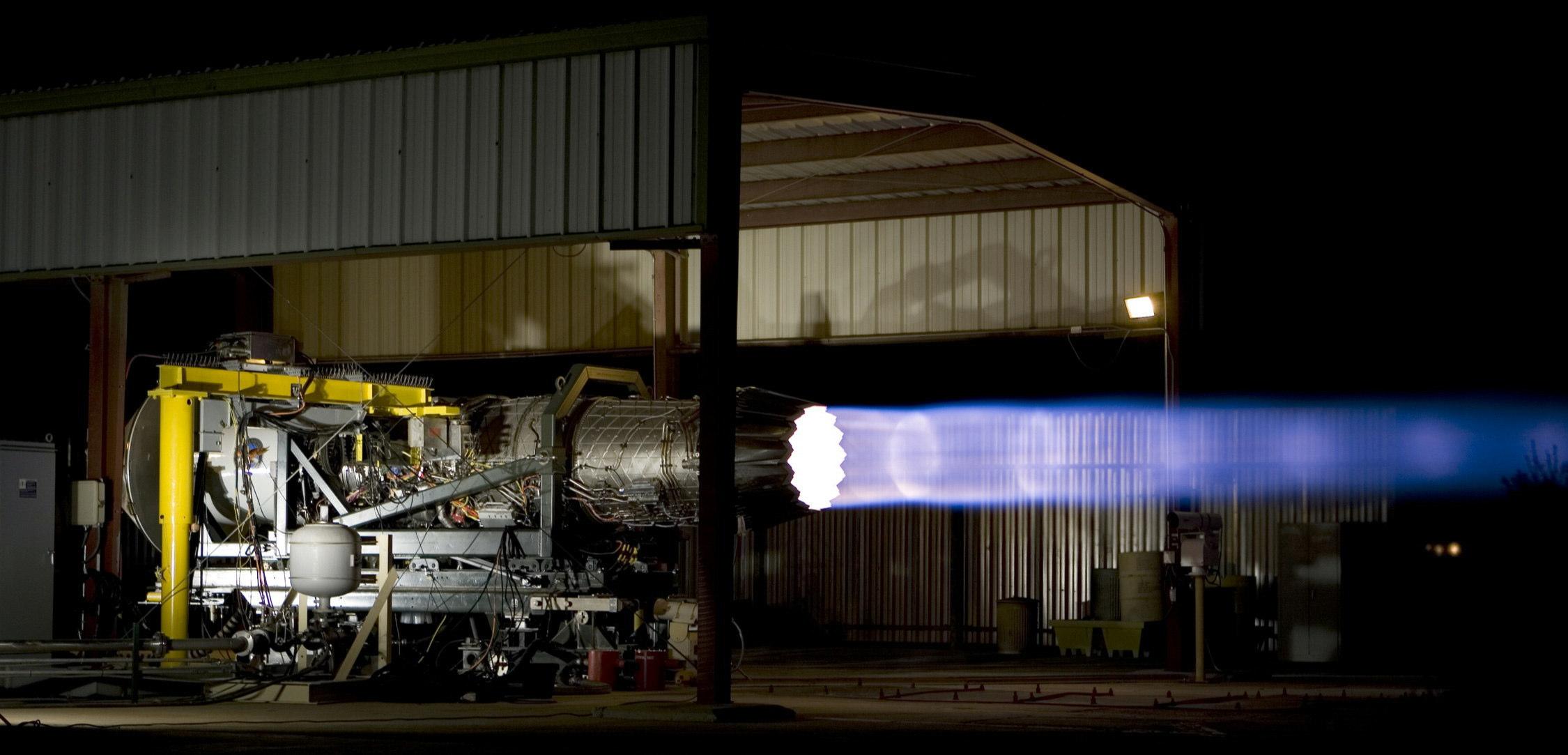 F-35、エンジンの不具合は金属の...