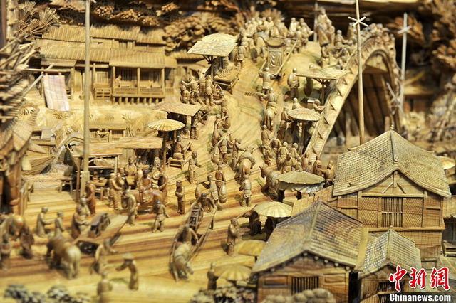 世界最長の木造彫刻_6