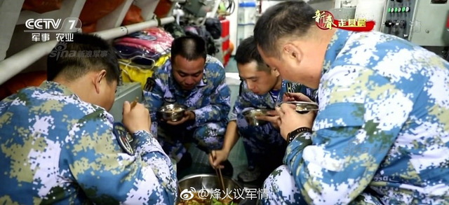 中国潜水艦と乗組員_8