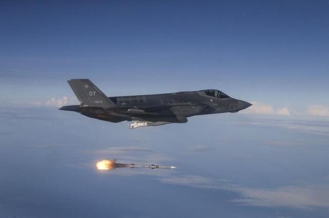 AIM-120_1