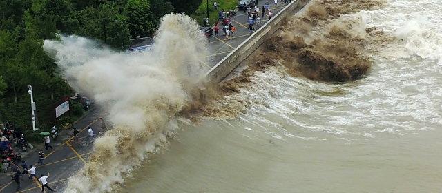 銭塘江の鬼王潮