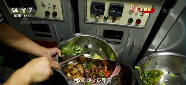 中国潜水艦と乗組員_6