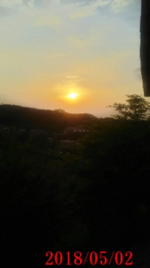 ①本日のスタート地点玄関先から見るRising Sun