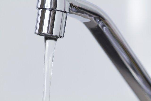 イギリスの貧困層「水道代が3,000円から4,500円に上がって大変なの。借金のプレッシャー、プレッシャー、プレッシャー!」