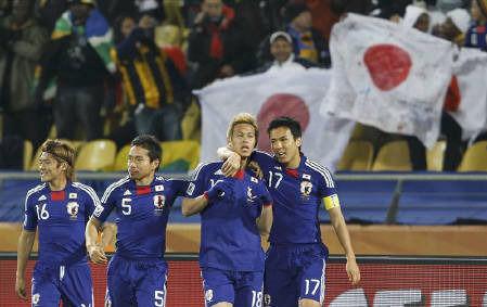 W杯日本代表デンマークを下し決勝トーナメント出場