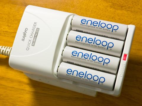 Eneloop_AA_ja_on_charger