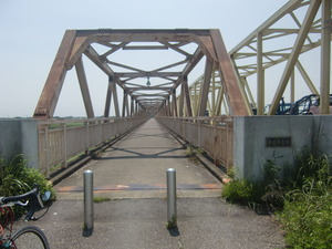 芽吹大橋歩道橋