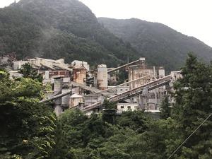 巨大な工場