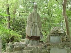 畠山重忠公立像