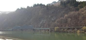 寄岩橋より只見線第八鉄橋を望む