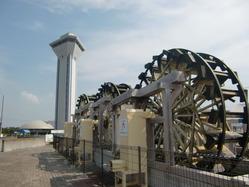 3連水車と虹の塔